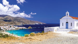 A Greek island that adorns the Cyclades